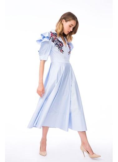 GIZIA Volan Kol Detaylı Nakışlı Mavi Midi Elbise Mavi